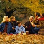 Семейный отдых в лесу.